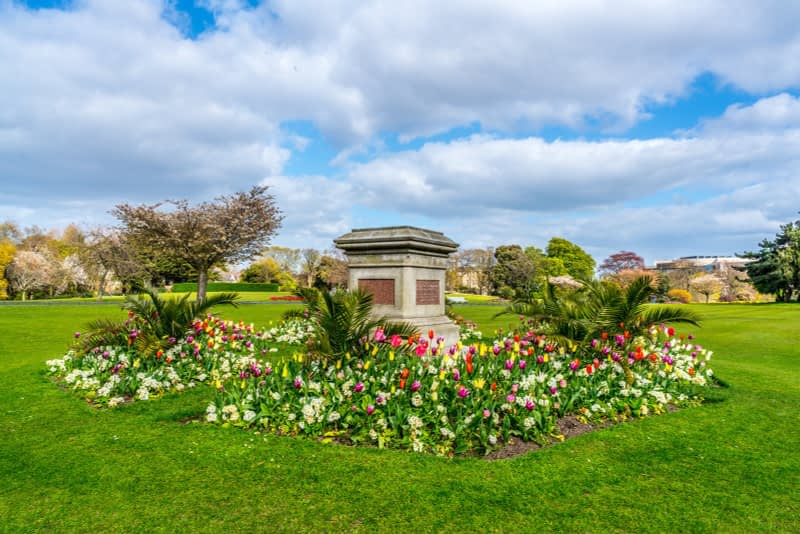 A-WALK-IN-THE-PARK-THE-PEOPLES-FLOWER-GARDENS-IN-PHOENIX-PARK-160273-1