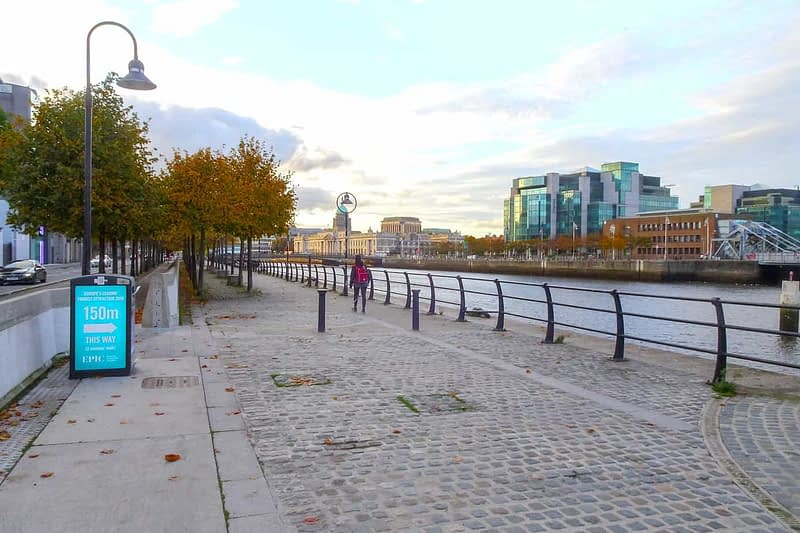 AUTUMN-LEAVES-ALONG-CITY-QUAY-IN-DUBLIN-DOCKLANDS-166541-1