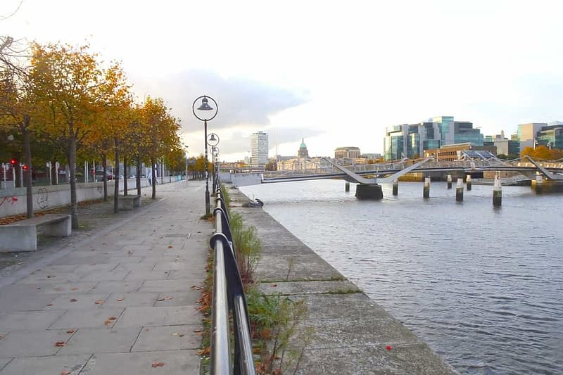 AUTUMN-LEAVES-ALONG-CITY-QUAY-IN-DUBLIN-DOCKLANDS-166543-1