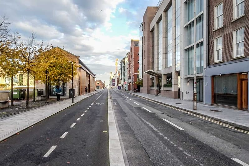 AUTUMN-LEAVES-ALONG-CITY-QUAY-IN-DUBLIN-DOCKLANDS-166545-1