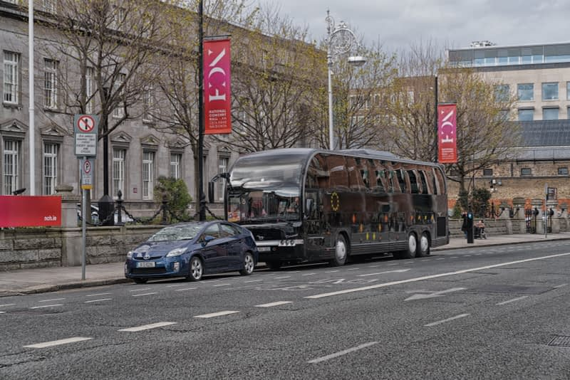 BLACK-BUS-OUTSIDE-THE-NATIONAL-CONCERT-HALL-EARLSFORT-TERRACE-165753-1