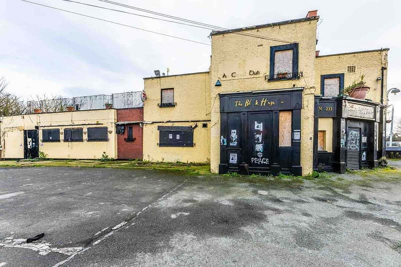 BLACK-HORSE-INN-IN-INCHICORE-DUBLIN-PUBS-ARE-DISAPPEARING-AT-AN-AMAZING-RATE-158945-1