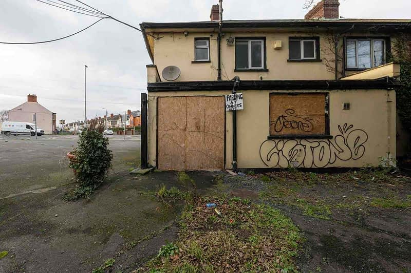 BLACK-HORSE-INN-IN-INCHICORE-DUBLIN-PUBS-ARE-DISAPPEARING-AT-AN-AMAZING-RATE-158949-1
