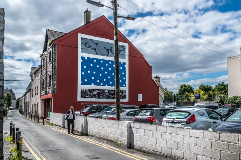 BOWLING-GREEN-THE-NORA-BARNACLE-HOUSE-MUSEUM-IS-LOCATED-ON-THIS-STREET-161200-1