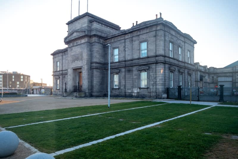 BROADSTONE-GATE-AND-PLAZA-ENTRANCE-TO-GRANGEGORMAN-UNIVERSITY-CAMPUS-161050-1