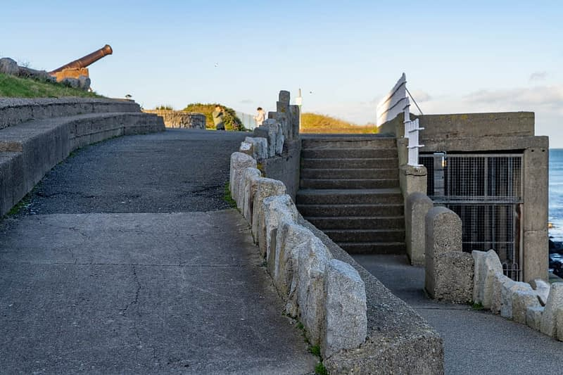 CANNON-FROM-THE-CRIMEAN-WAR-LOCATED-AT-THE-EAST-PIER-IN-DUN-LAOGHAIRE-159929-1