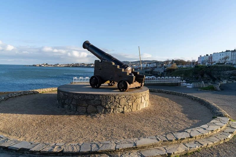 CANNON-FROM-THE-CRIMEAN-WAR-LOCATED-AT-THE-EAST-PIER-IN-DUN-LAOGHAIRE-159933-1