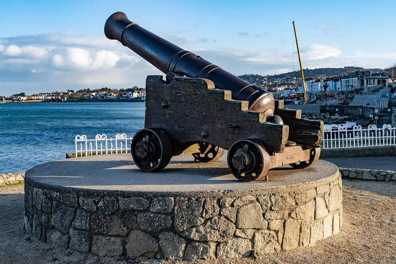 CANNON-FROM-THE-CRIMEAN-WAR-LOCATED-AT-THE-EAST-PIER-IN-DUN-LAOGHAIRE-159935-1