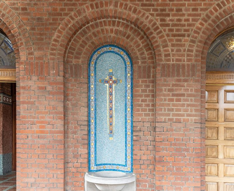 CHURCH-OF-THE-MIRACULOUS-MEDAL-A-HUGE-RED-BRICK-CHURCH-165405-1