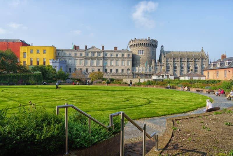 THE-GROUNDS-OF-DUBLIN-CASTLE-ON-A-SUNNY-DAY-IN-SEPTEMBER-166116-1