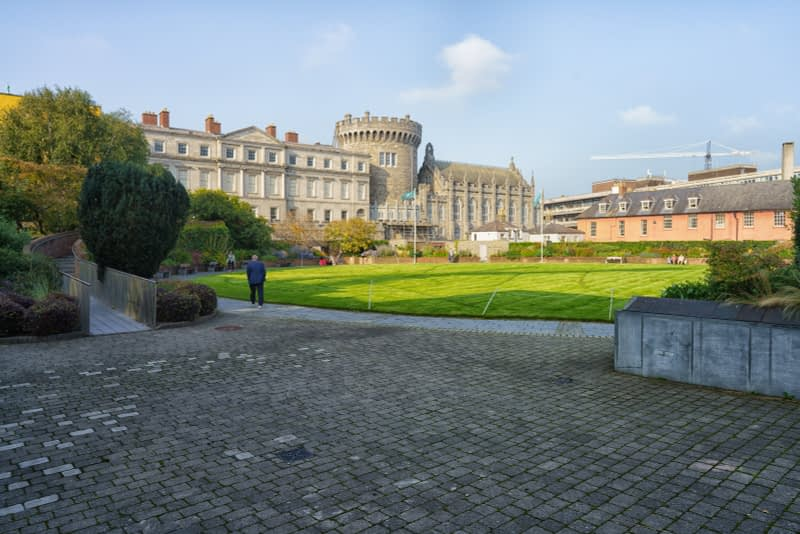 THE-GROUNDS-OF-DUBLIN-CASTLE-ON-A-SUNNY-DAY-IN-SEPTEMBER-166118-1