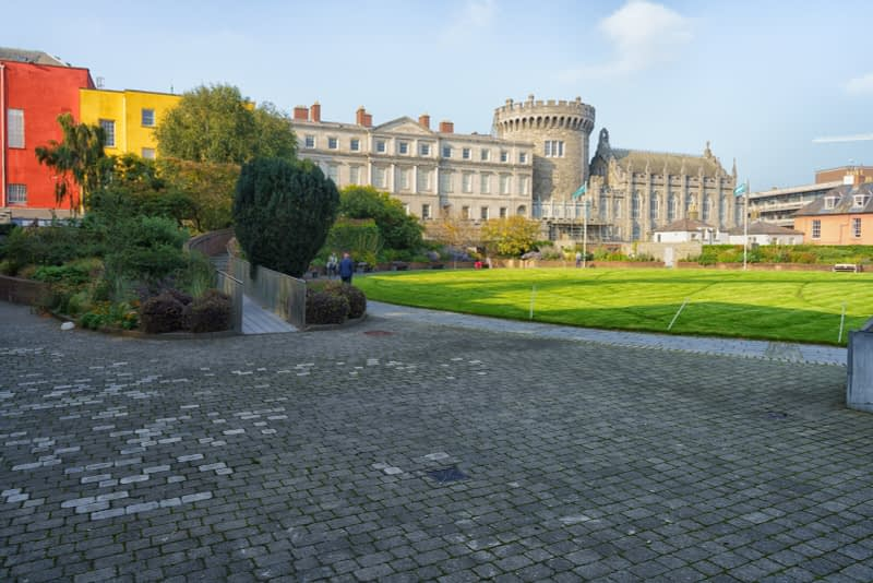 THE-GROUNDS-OF-DUBLIN-CASTLE-ON-A-SUNNY-DAY-IN-SEPTEMBER-166119-1