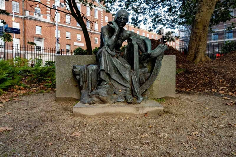 ÉIRE-BY-JEROME-CONNOR-1874-1943-RESTORED-AND-THEN-RELOCATED-WITHIN-MERRION-SQUARE-PUBLIC-PARK-157809-2