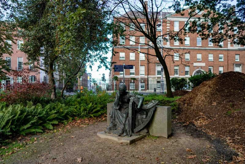 ÉIRE-BY-JEROME-CONNOR-1874-1943-RESTORED-AND-THEN-RELOCATED-WITHIN-MERRION-SQUARE-PUBLIC-PARK-157810-2