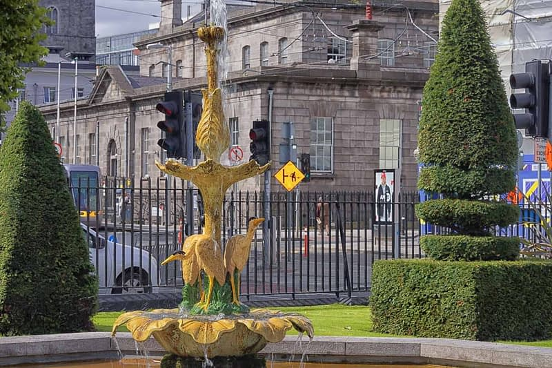 WATER-FOUNTAIN-IN-CHANCERY-PARK-BESIDE-THE-FOUR-COURTS-TRAM-STOP-165683-1