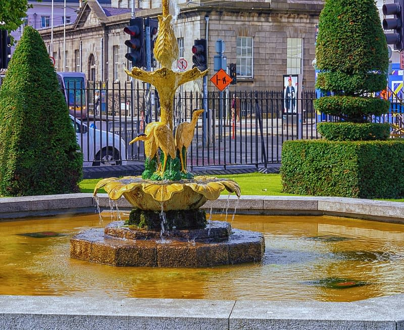 WATER-FOUNTAIN-IN-CHANCERY-PARK-BESIDE-THE-FOUR-COURTS-TRAM-STOP-165684-1