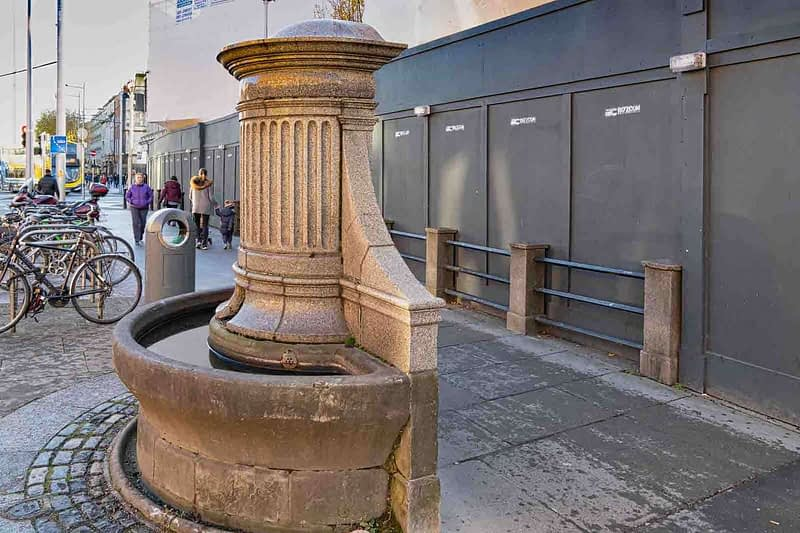 NEGLECTED-WATER-FOUNTAIN-AT-THE-GATE-THEATRE-IN-DUBLIN-158848-1