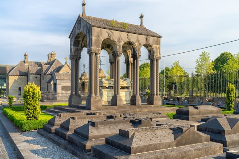 A-VISIT-TO-GLASNEVIN-CEMETERY-A-FEW-MINUTES-BEFORE-IT-CLOSED-FOR-THE-DAY-165642-1