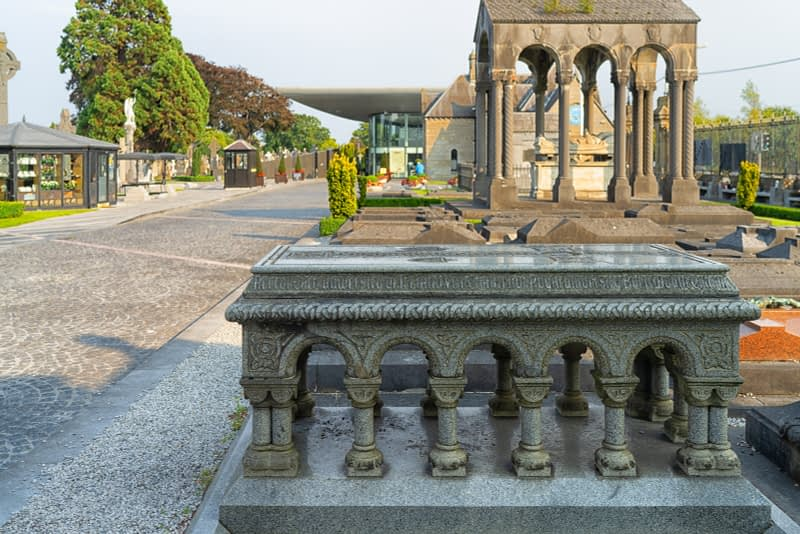 A-VISIT-TO-GLASNEVIN-CEMETERY-A-FEW-MINUTES-BEFORE-IT-CLOSED-FOR-THE-DAY-165643-1