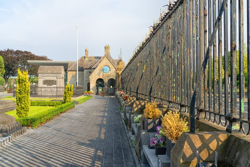 A-VISIT-TO-GLASNEVIN-CEMETERY-A-FEW-MINUTES-BEFORE-IT-CLOSED-FOR-THE-DAY-165645-1