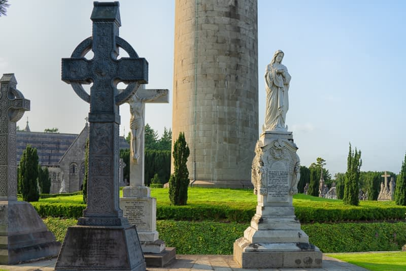 A-VISIT-TO-GLASNEVIN-CEMETERY-A-FEW-MINUTES-BEFORE-IT-CLOSED-FOR-THE-DAY-165661-1