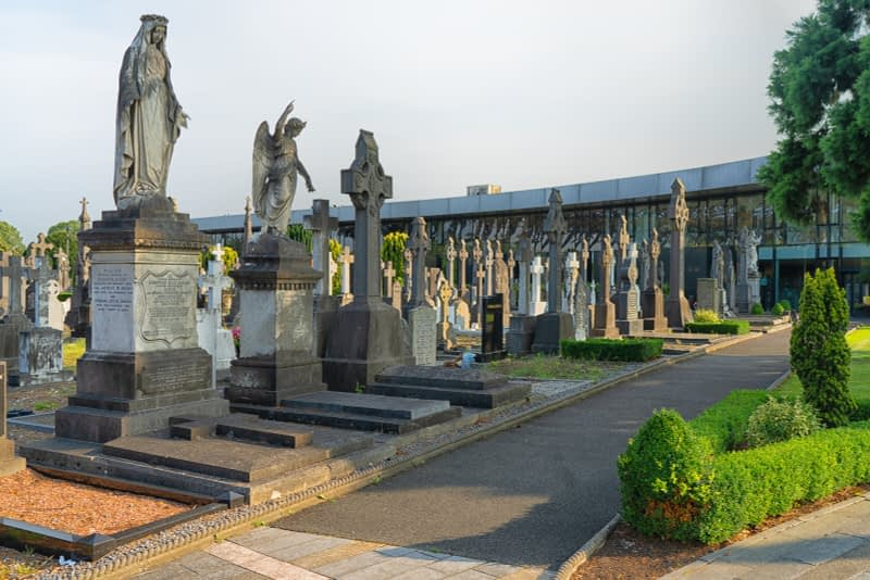 A-VISIT-TO-GLASNEVIN-CEMETERY-A-FEW-MINUTES-BEFORE-IT-CLOSED-FOR-THE-DAY-165664-1