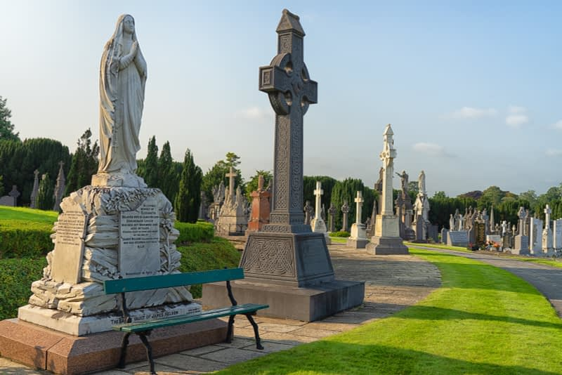 A-VISIT-TO-GLASNEVIN-CEMETERY-A-FEW-MINUTES-BEFORE-IT-CLOSED-FOR-THE-DAY-165666-1