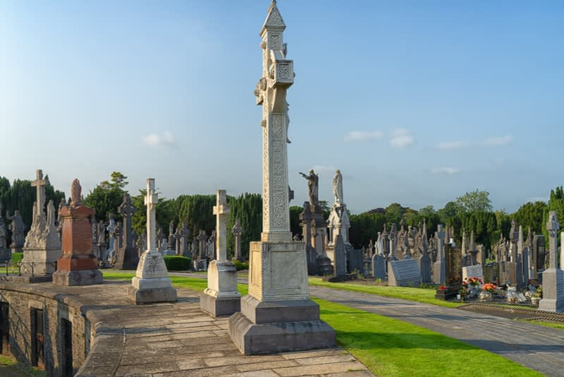 A-VISIT-TO-GLASNEVIN-CEMETERY-A-FEW-MINUTES-BEFORE-IT-CLOSED-FOR-THE-DAY-165668-1