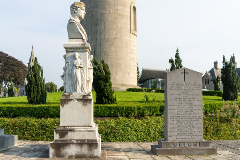A-VISIT-TO-GLASNEVIN-CEMETERY-A-FEW-MINUTES-BEFORE-IT-CLOSED-FOR-THE-DAY-165671-1