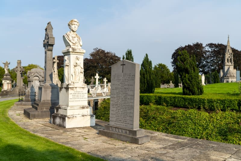 A-VISIT-TO-GLASNEVIN-CEMETERY-A-FEW-MINUTES-BEFORE-IT-CLOSED-FOR-THE-DAY-165672-1