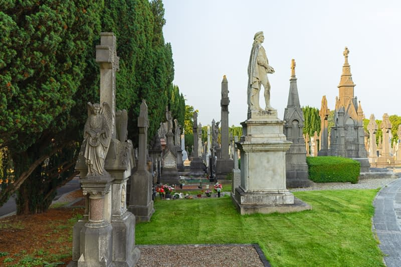 A-VISIT-TO-GLASNEVIN-CEMETERY-A-FEW-MINUTES-BEFORE-IT-CLOSED-FOR-THE-DAY-165674-1