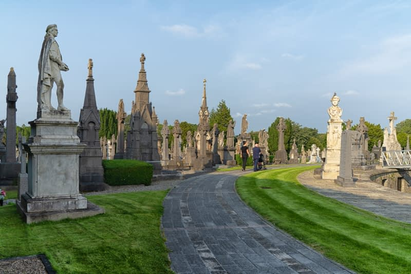 A-VISIT-TO-GLASNEVIN-CEMETERY-A-FEW-MINUTES-BEFORE-IT-CLOSED-FOR-THE-DAY-165675-1