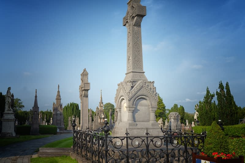 A-VISIT-TO-GLASNEVIN-CEMETERY-A-FEW-MINUTES-BEFORE-IT-CLOSED-FOR-THE-DAY-165676-1