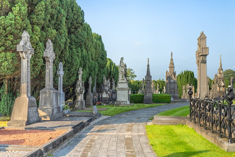 A-VISIT-TO-GLASNEVIN-CEMETERY-A-FEW-MINUTES-BEFORE-IT-CLOSED-FOR-THE-DAY-165677-1