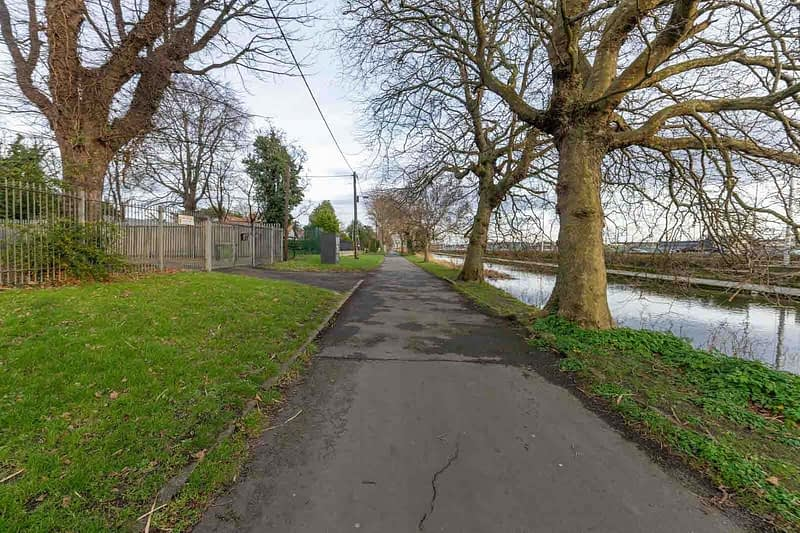 GOLDENBRIDGE-WALK-ALONG-THE-GRAND-CANAL-DRIMNAGH-INCHICORE-159064-1
