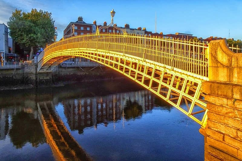 THE-HALFPENNY-BRIDGE-AT-SUNSET-2-OCTOBER-2020-166479-1