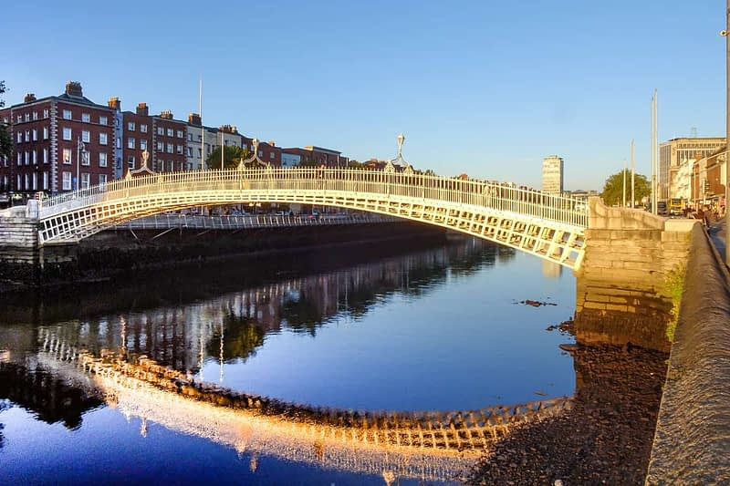 THE-HALFPENNY-BRIDGE-AT-SUNSET-2-OCTOBER-2020-166481-1