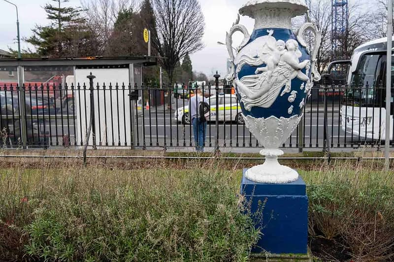 LARGE-URN-AT-THE-RDS-PRESENTED-BY-THE-LAST-GERRARD-OF-GIBBSTOWN-COUNTY-MEATH-1935-159398-1