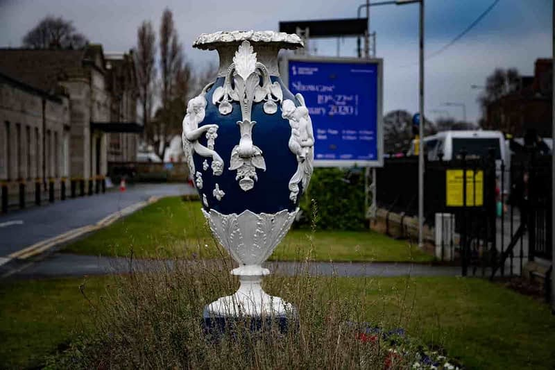 LARGE-URN-AT-THE-RDS-PRESENTED-BY-THE-LAST-GERRARD-OF-GIBBSTOWN-COUNTY-MEATH-1935-159399-1