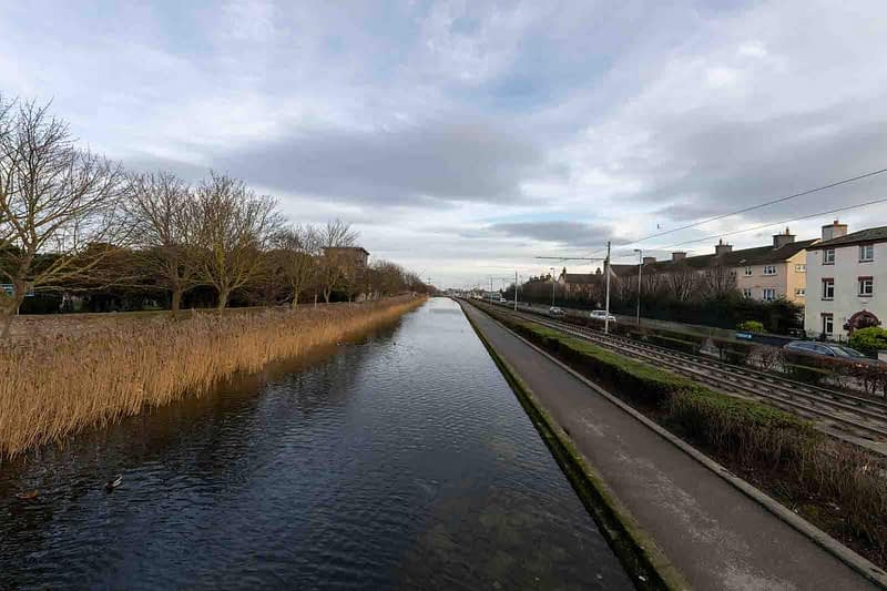 DRIMNAGH-LUAS-TRAM-STOP-AT-GOLDENBRIDGE-CEMETERY-158985-1