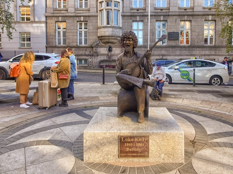 STATUE-OF-LUKE-KELLY-ON-SLOUTH-KING-STREET-BY-JOHN-COLL-166207-1