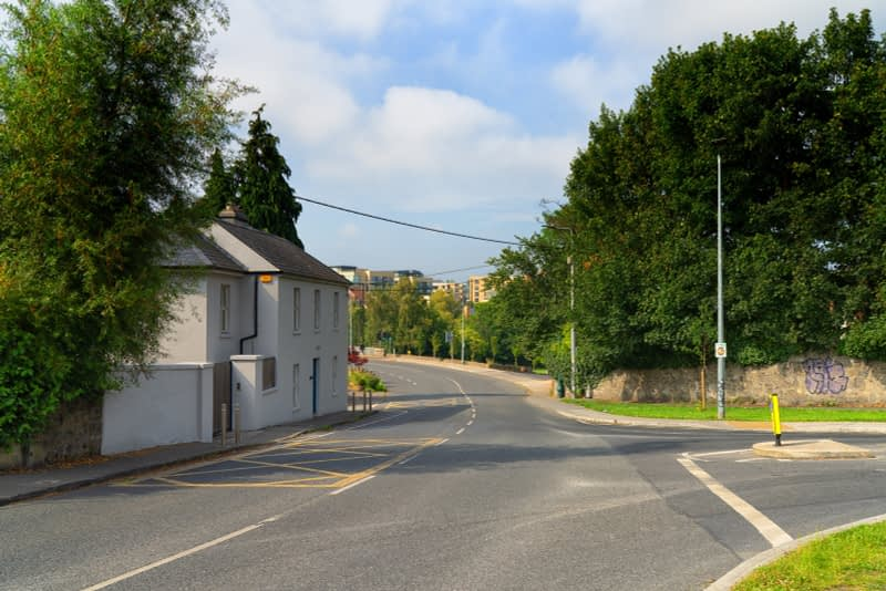 MAY-THE-ROAD-RISE-UP-TO-MEET-YOU-FROM-MILLTOWN-TO-DUNDRUM-VILLAGE-165537-1
