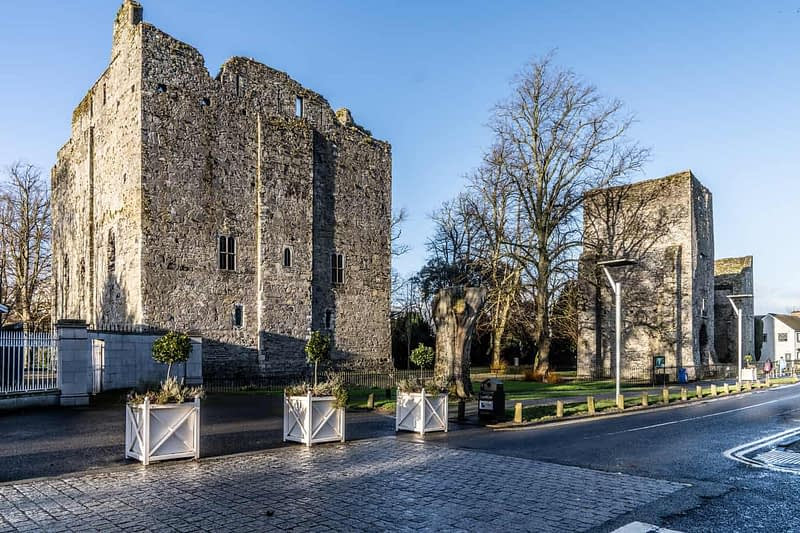 MAYNOOTH-CASTLE-IN-MAYNOOTH-COUNTY-KILDARE-160372-1