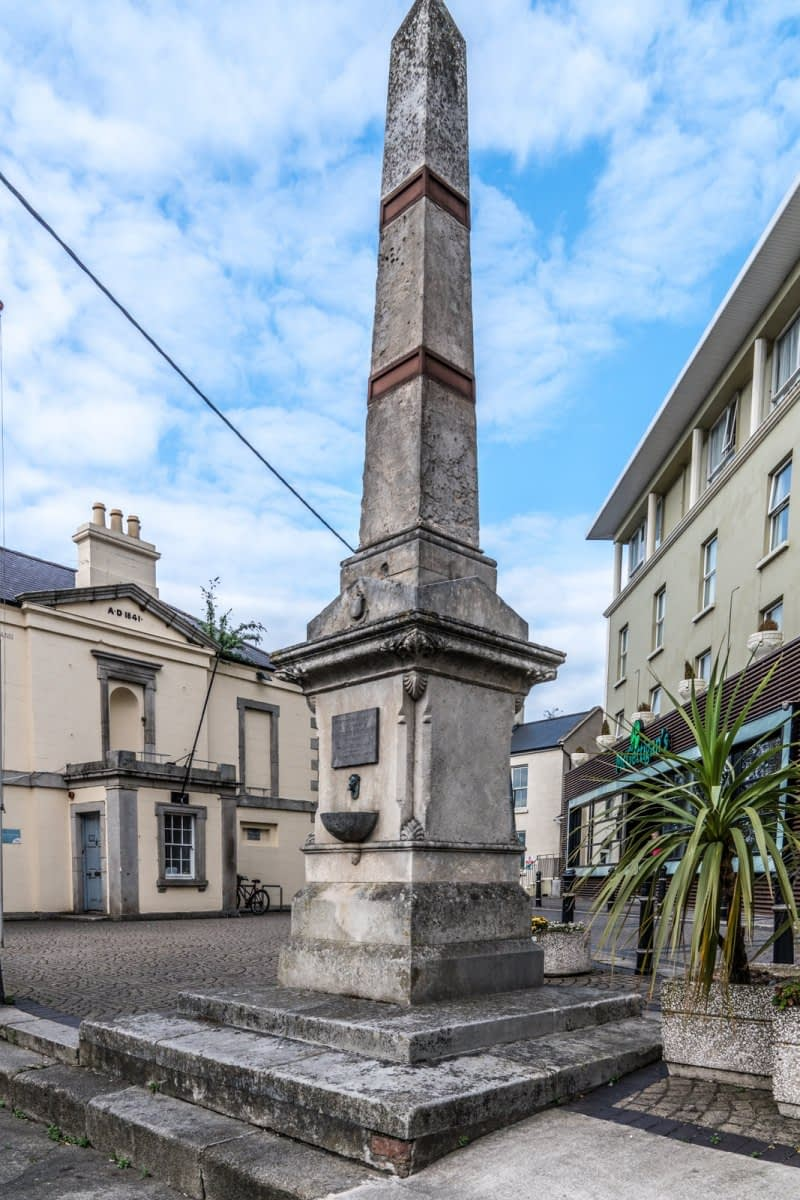 THE-CHRISTOPHER-THOMPSON-MEMORIAL-FOUNTAIN-AT-THE-ROYAL-HOTEL-IN-BRAY-166007-1
