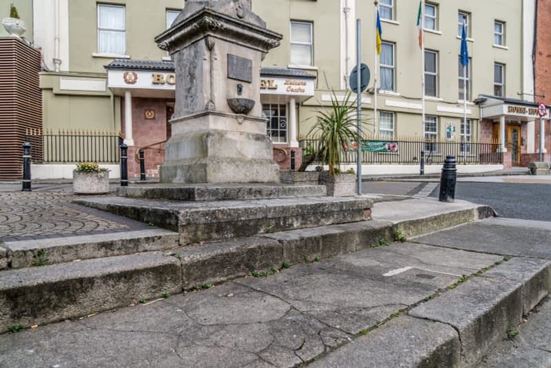 THE-CHRISTOPHER-THOMPSON-MEMORIAL-FOUNTAIN-AT-THE-ROYAL-HOTEL-IN-BRAY-166009-1