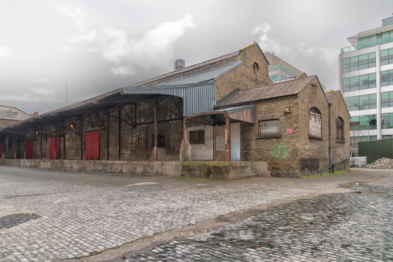 OLD-WAREHOUSE-ON-SIR-JOHN-ROGERSONS-QUAY-PHOTOGRAPHED-17-APRIL-2017-165954-1