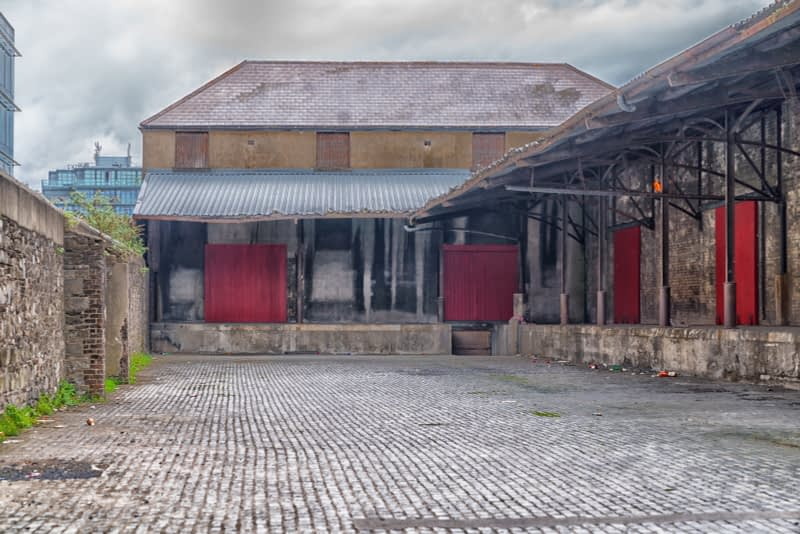 OLD-WAREHOUSE-ON-SIR-JOHN-ROGERSONS-QUAY-PHOTOGRAPHED-17-APRIL-2017-165956-1