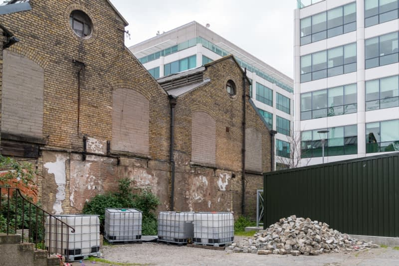 OLD-WAREHOUSE-ON-SIR-JOHN-ROGERSONS-QUAY-PHOTOGRAPHED-17-APRIL-2017-165959-1