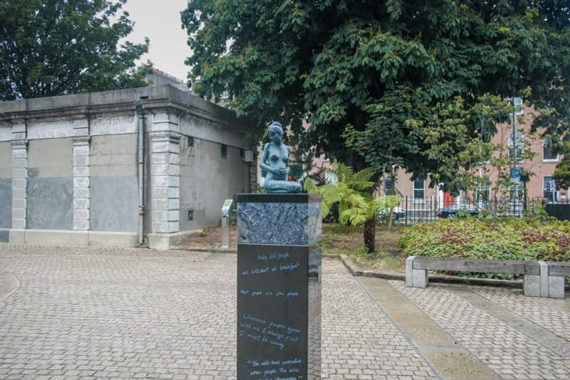 THERE-ARE-THREE-ELEMENTS-TO-THE-OSCAR-WILDE-SCULPTURE-IN-MERRION-SQUARE-ARTIST-DANNY-OSBORNE-162285-1