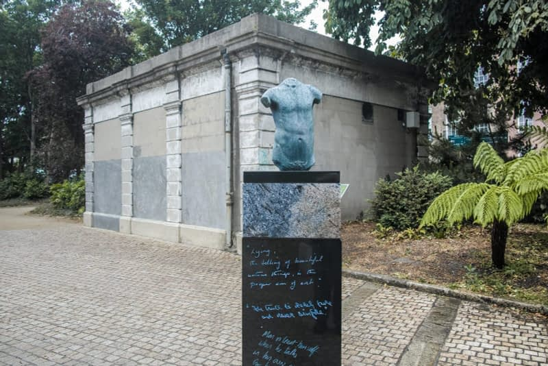 THERE-ARE-THREE-ELEMENTS-TO-THE-OSCAR-WILDE-SCULPTURE-IN-MERRION-SQUARE-ARTIST-DANNY-OSBORNE-162288-1